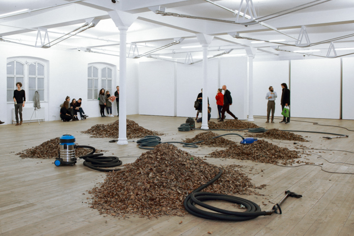 Daniel Hafner, Three Vacuum Cleaners, installation view at Kunsthalle, Vienna