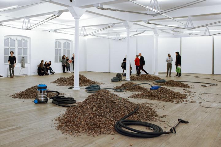 Daniel Hafner, Three Vacuum Cleaners, installation view at Kunsthalle, Vienna